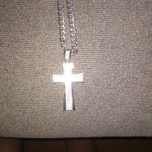 Iced out cross with a Chain ⛓ ✝️